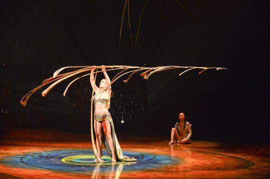cirque-du-soleil_amaluna-2015_equilibre